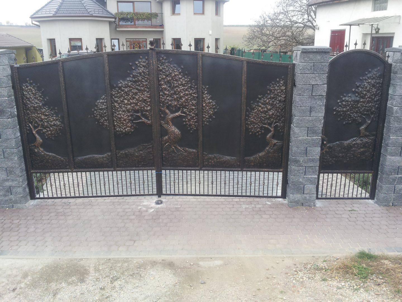 Helius.sk - kovaná brána plná - R7
