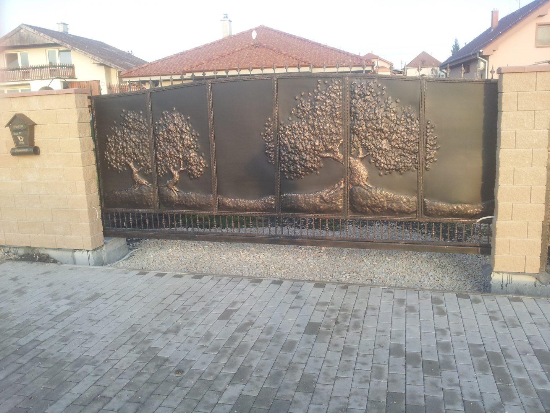 Helius.sk - kovaná brána plná - R9