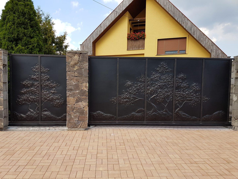 Helius.sk - kovaná brána plná - R18