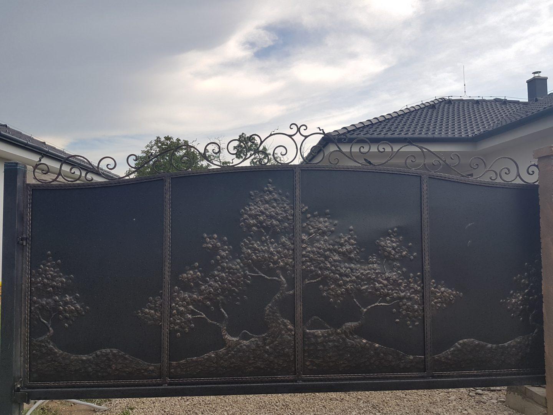 Helius.sk - kovaná brána plná - R16