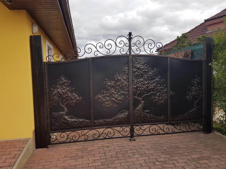 Helius.sk - kovaná brána plná - R14