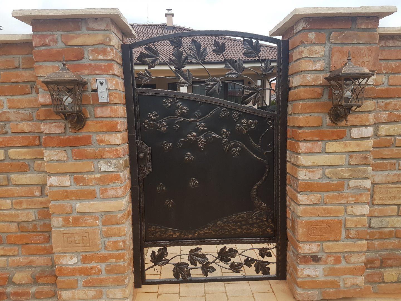 Helius.sk - kovaná brána plná - R15