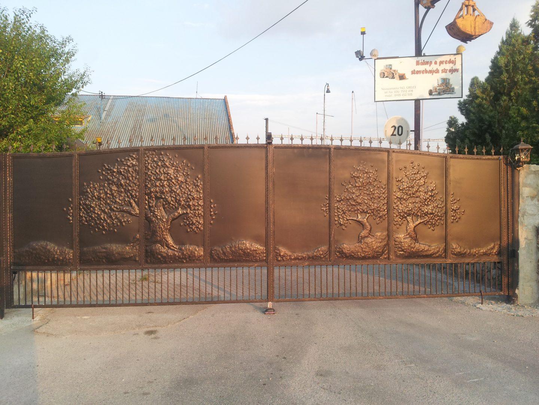 Helius.sk - kovaná brána plná - R43