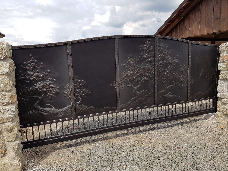 Helius.sk - kovaná brána plná - R44
