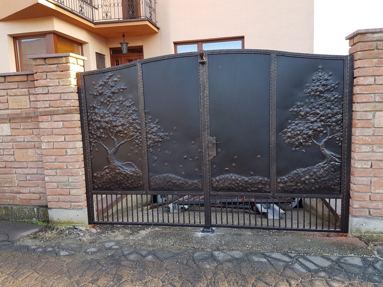 Helius.sk - kovaná brána plná - R52