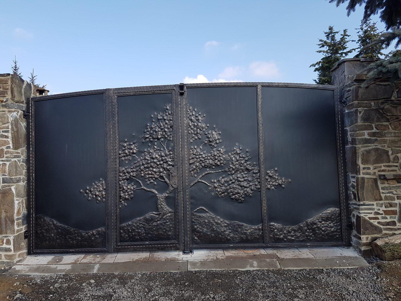 Helius.sk - kovaná brána plná - R28