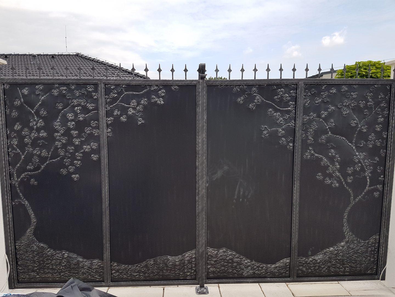 Helius.sk - kovaná brána plná - R32