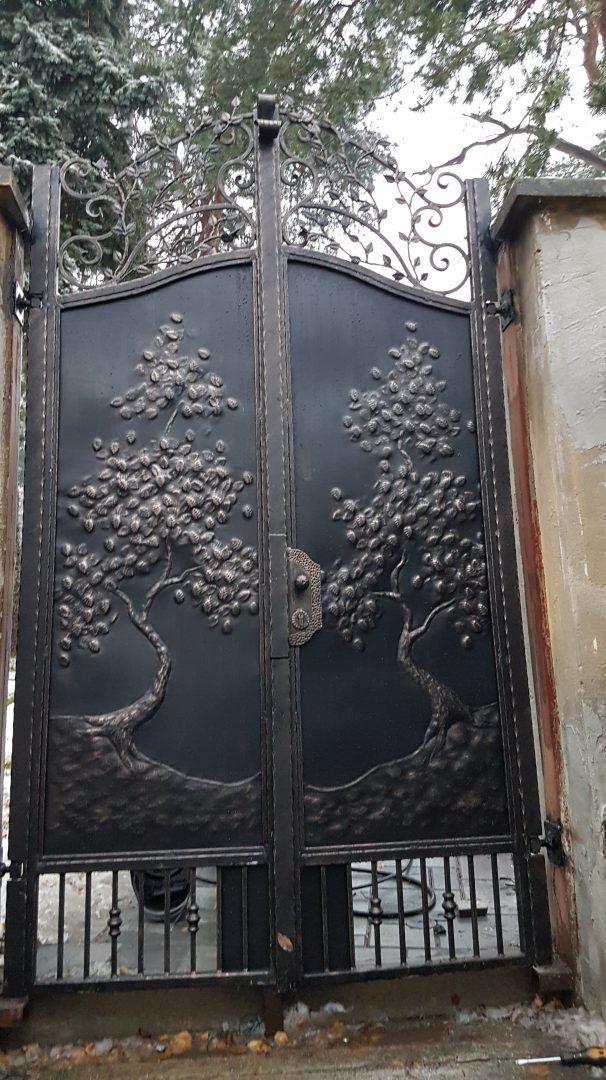 Helius.sk - kovaná brána plná - R55
