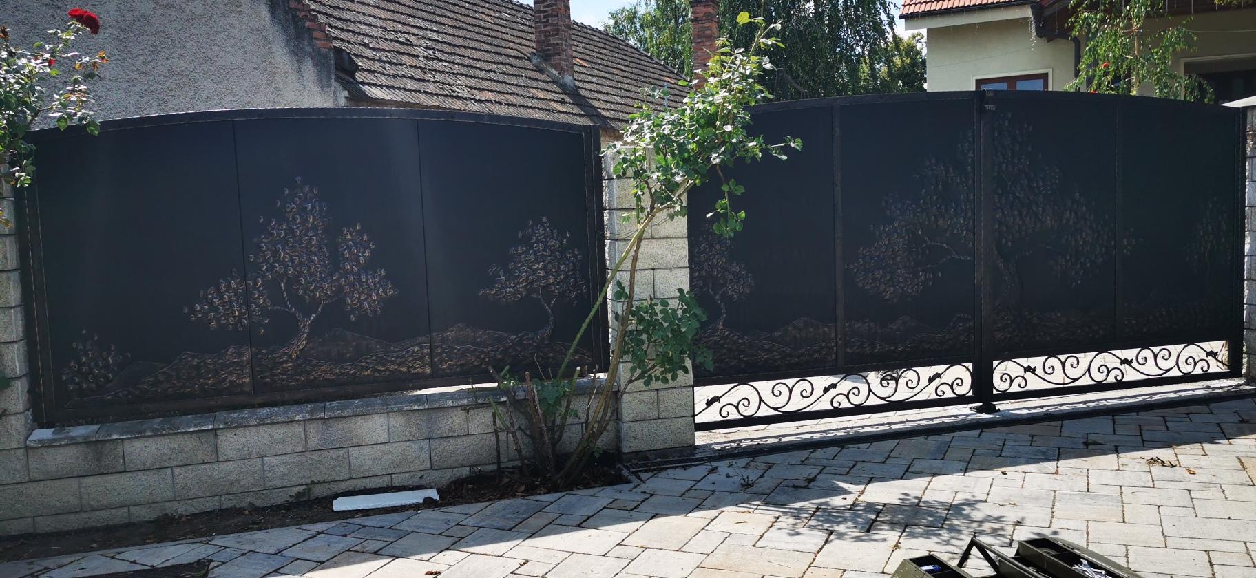 Helius.sk - kovaná brána plná - R66