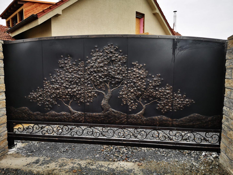 Helius.sk - kovaná brána plná - R71