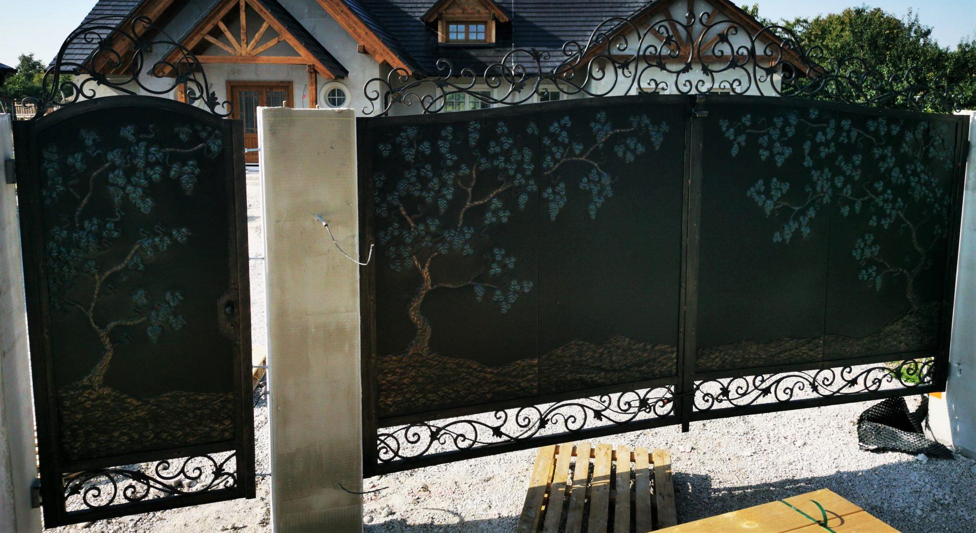 Helius.sk - kovaná brána plná - R82