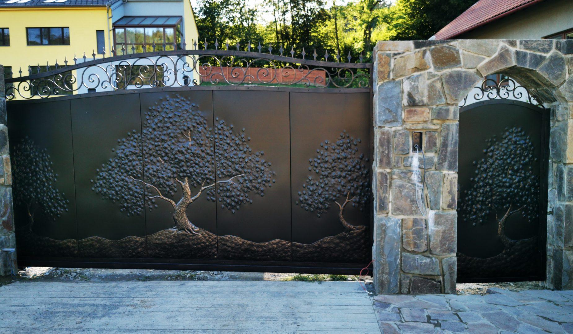 Helius.sk - kovaná brána plná - R79